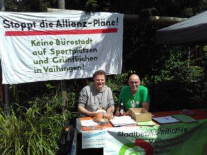Alex und Gerhard am Infostand